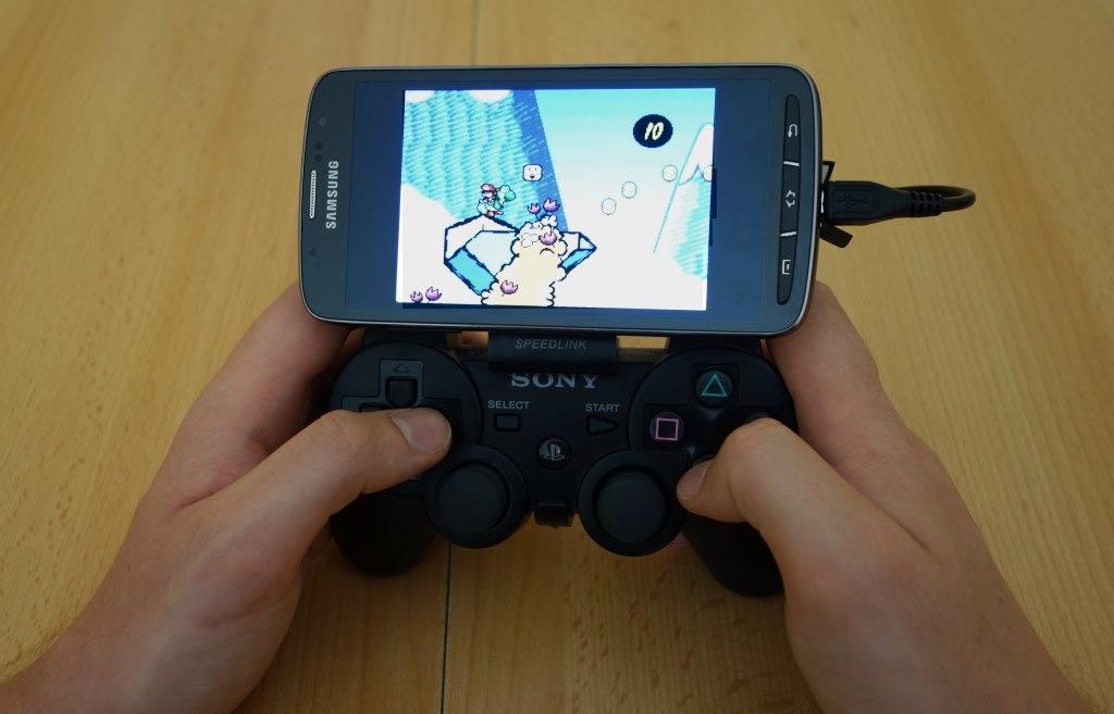 Mit dem passenden Zubehör wird Euer Smartphone zum perfekten Ersatz für PSP und Co.