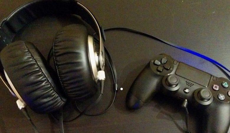 Kopfhörer an der PS4? Kein Problem! (Bild: Tutonaut)