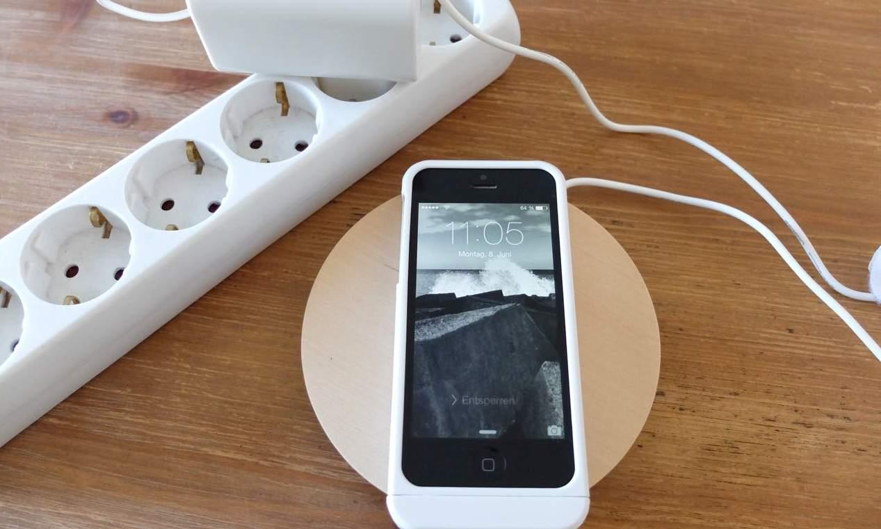 test das iphone kabellos laden mit der qi ladestation von ikea der tutonaut. Black Bedroom Furniture Sets. Home Design Ideas