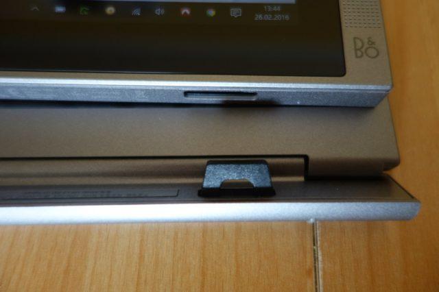 Tablet und Tastatur werden über stabile Magnetgelenke zusammengehalten