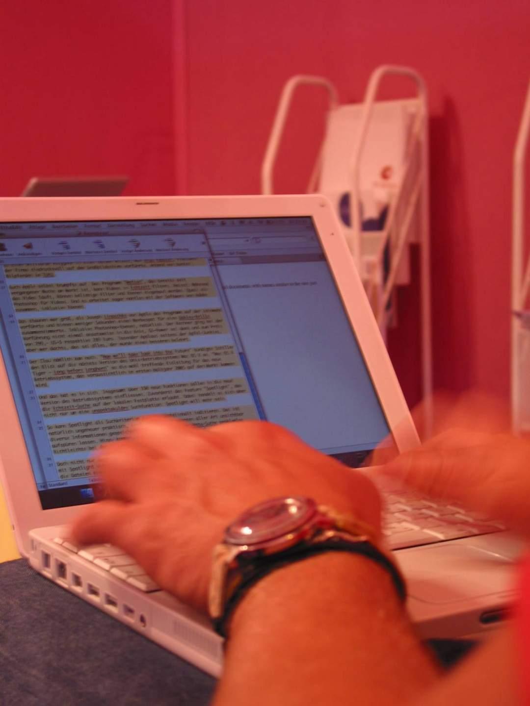 Ich arbeitete damals an einem iBook G4 mit 1,33 Gigahertz, einem Gigabyte RAM und einem ausgesprochen lausigen Display.