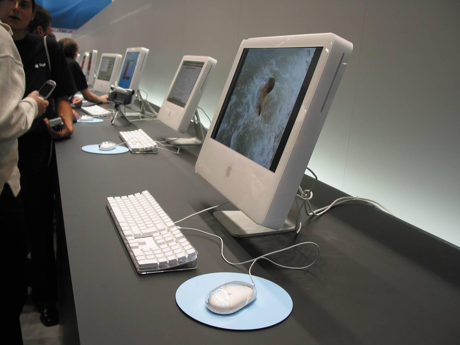 Das war der Knüller auf der Keynote 2004: Der iMac G5 im neuen Design. Das hat sich bis heute kaum geändert.
