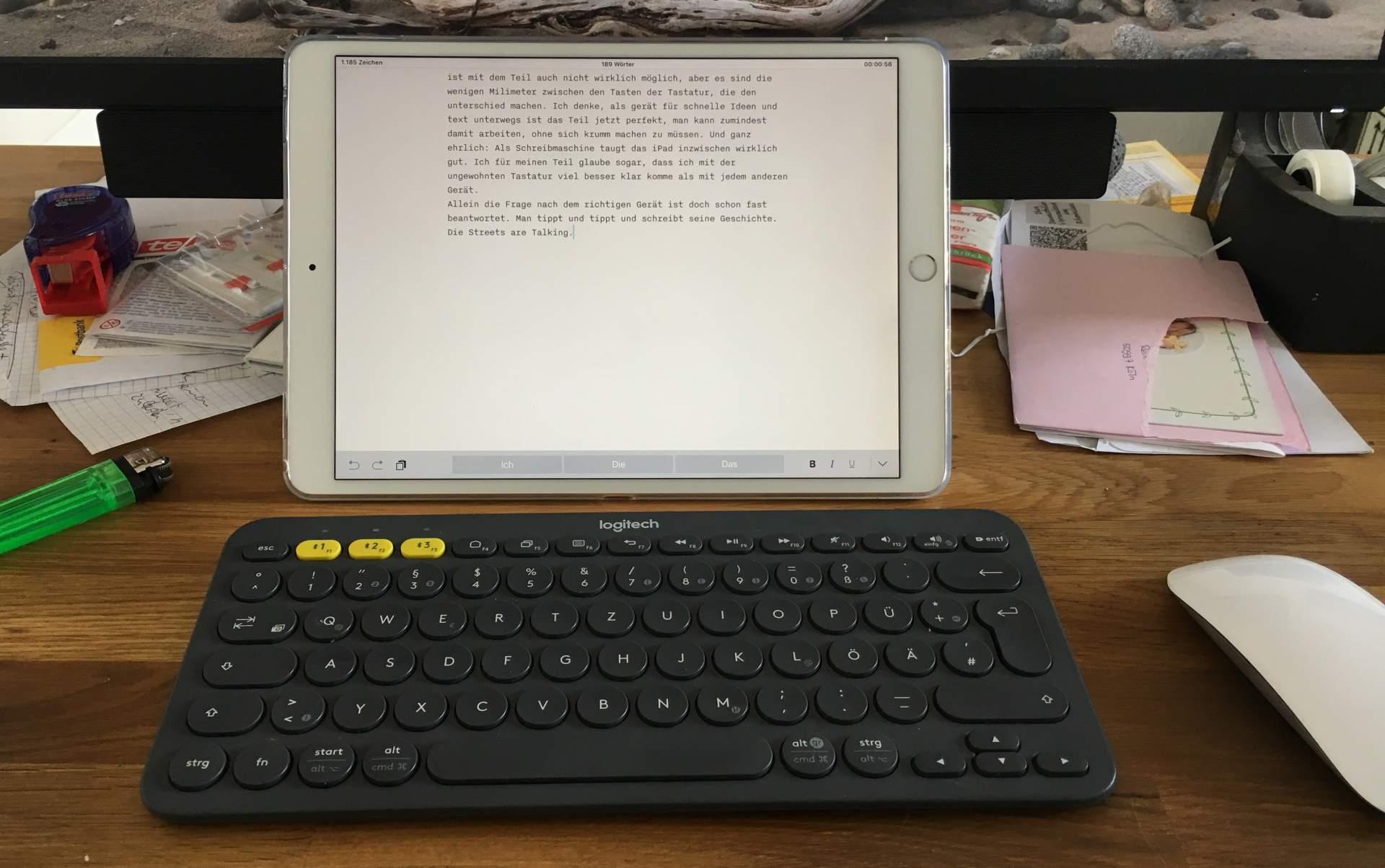 Das Keyboard-Case ist Mist. Das Logitech-Keyboard mit Geräte-Umschalter ist eine brauchbare Alternative.