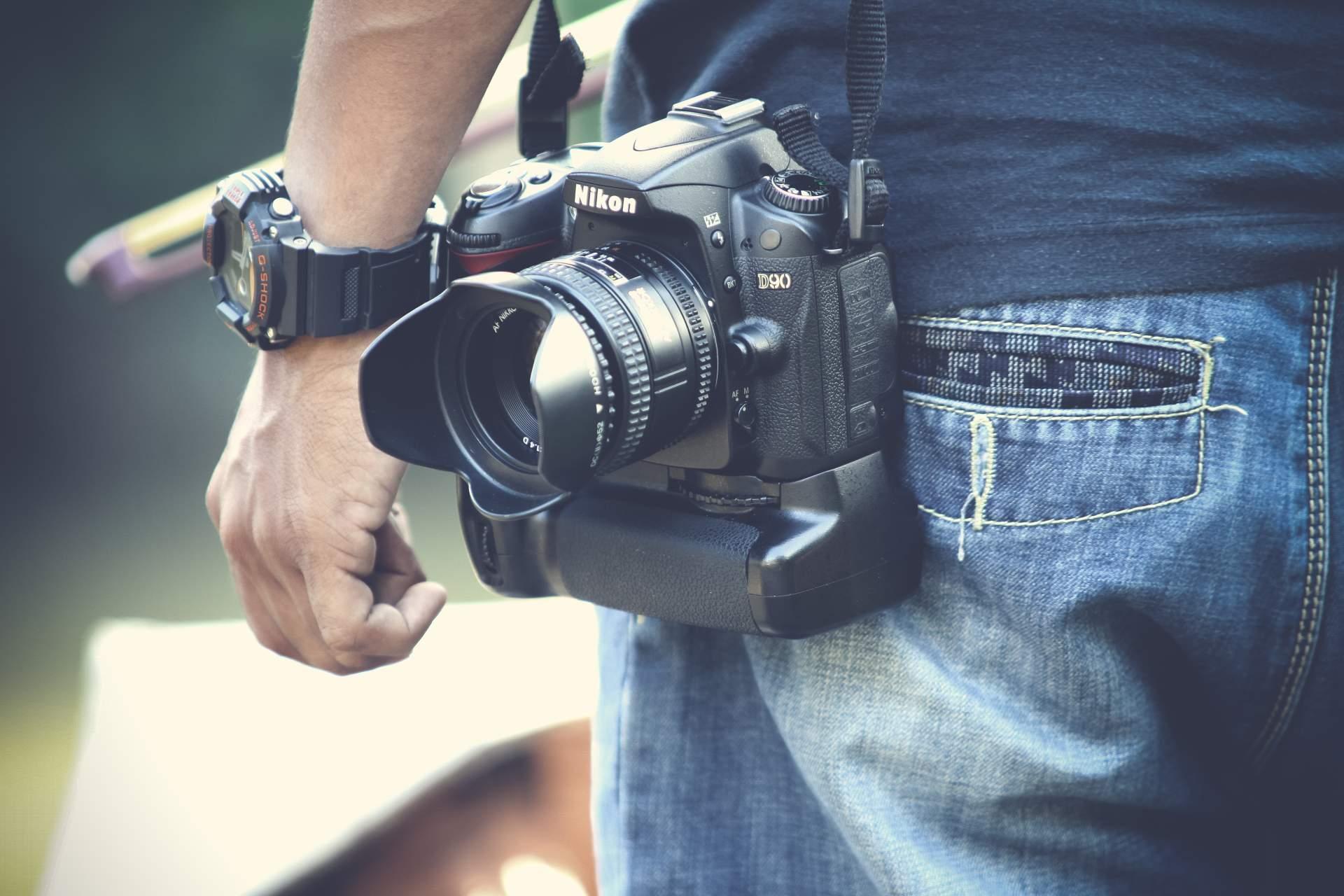 Würdet Ihr 1.500 Euro oder mehr an einem dünnen Bändchen durch die Gegend tragen? Eben: Ich auch nicht. (Bild: Pexels.com)