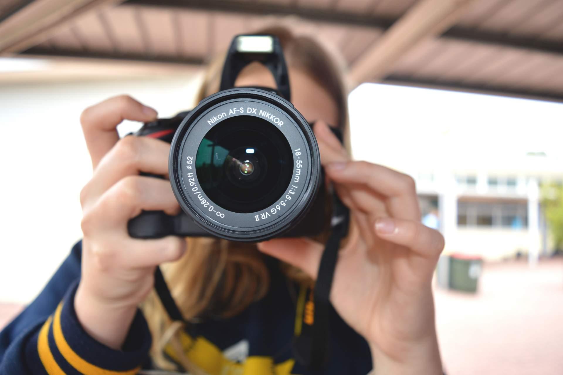 Da fühlt man sich sofort unwohl, oder? Ein Smartphone ist da deutlich diskreter. (Bild: Pexels.com)