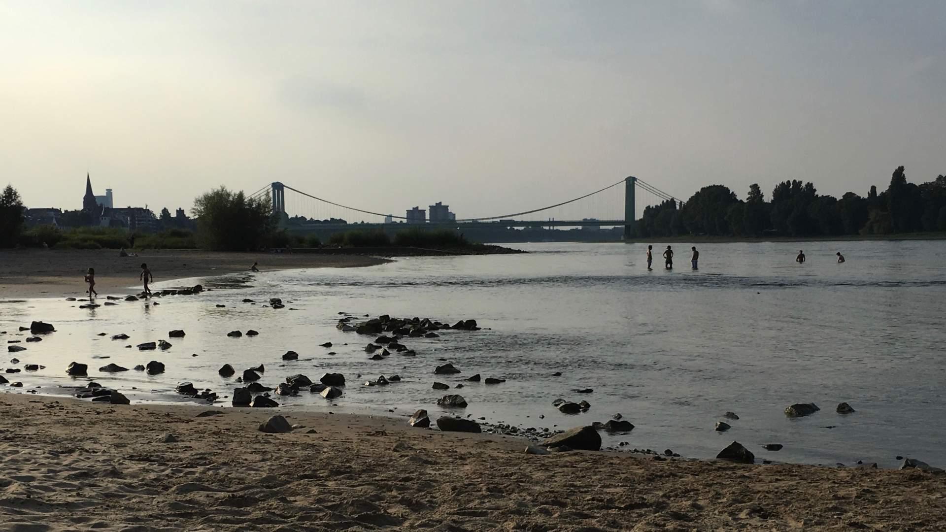 Das Original: Eine Aufnahme vom Kölner Rheinufer.