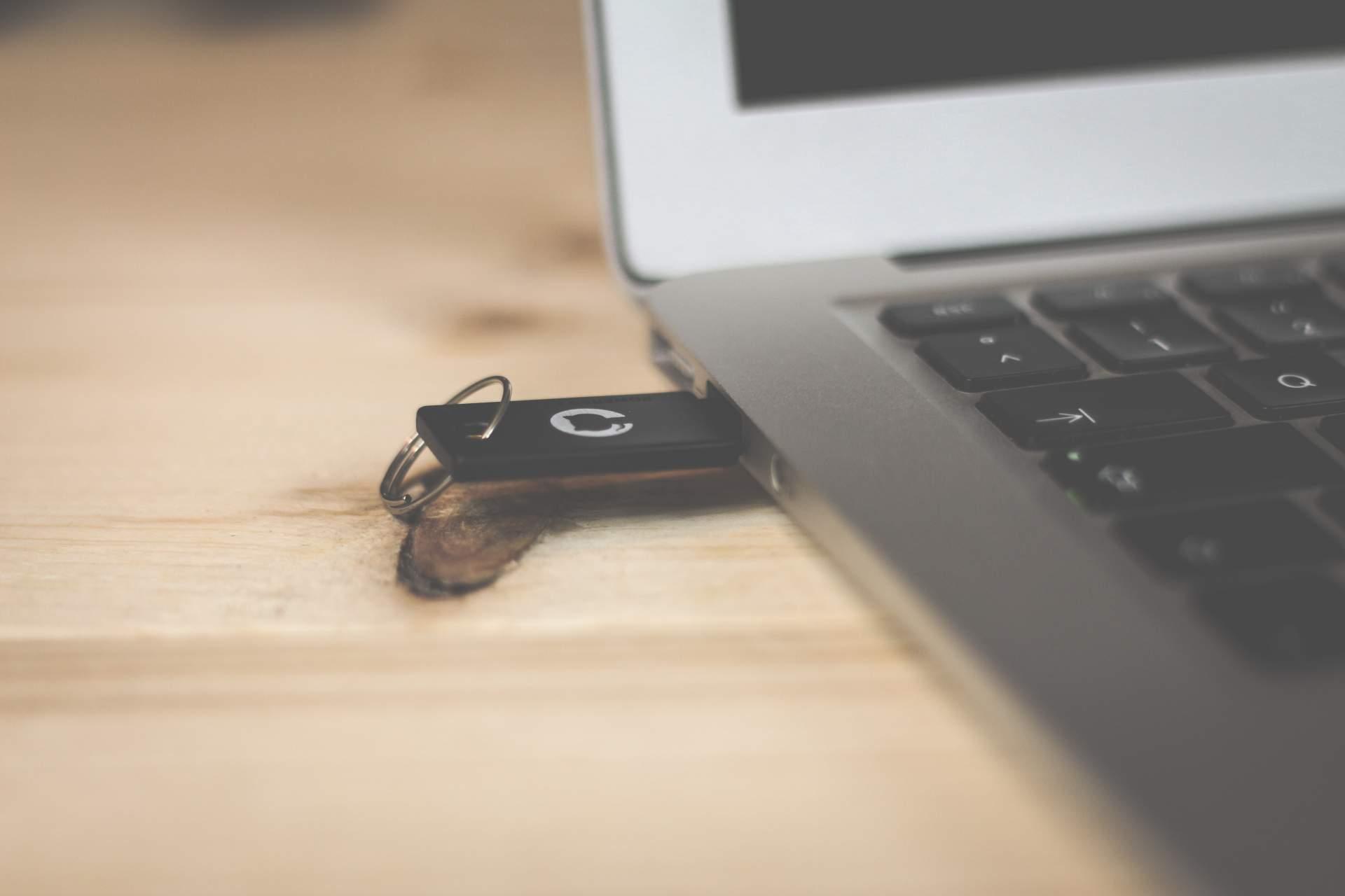 Linux auf dem Stick? Kein Problem! (Photo by Brina Blum on Unsplash)