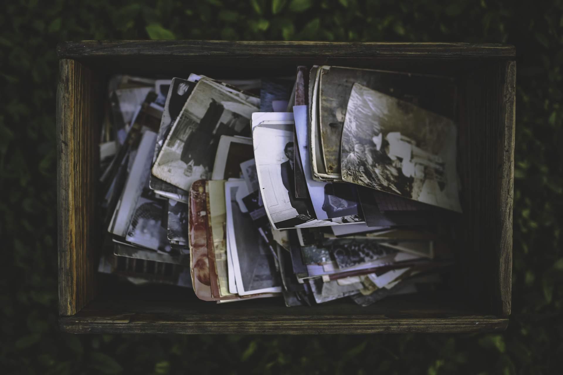 Früher waren es Fotos in einer Box, heute sind es Bilder auf einem Stick.