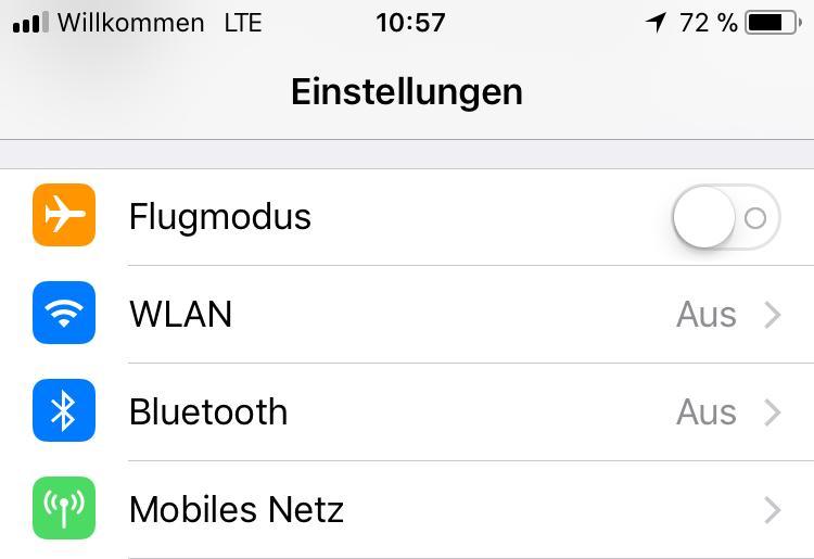 Wenn WLAN und Bluetooth aus sind, verbraucht das iPhone weniger Strom.