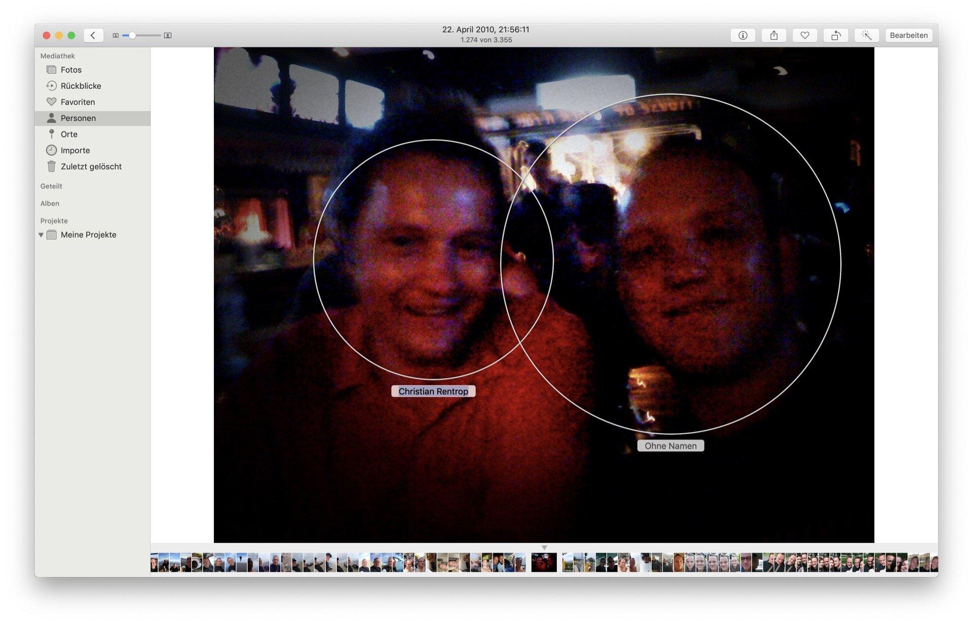Ich bin rechts im Bild, Fotos erkennt mich aber links, weil mir meine zufällige Trinkbekanntschaft offenbar aus Sicht des Algorithmus ähnlich sieht. Ändern ist leicht: Ihr müsst einfach den Namen des falschen Tags korrigieren.
