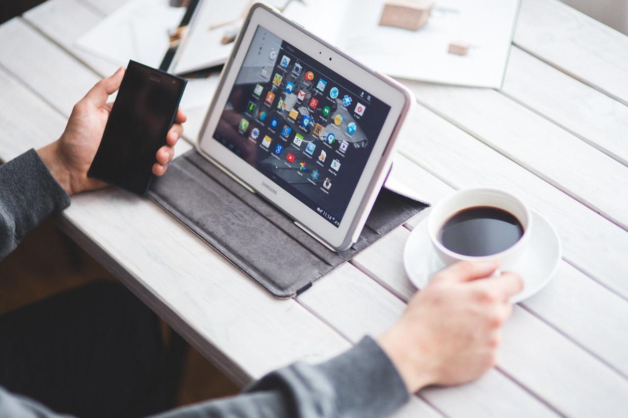Eine Öffnung könnte auch sehr alten Tablets und Smartphones neues Leben einhauchen. (Bild: kaboompics/Pixabay)