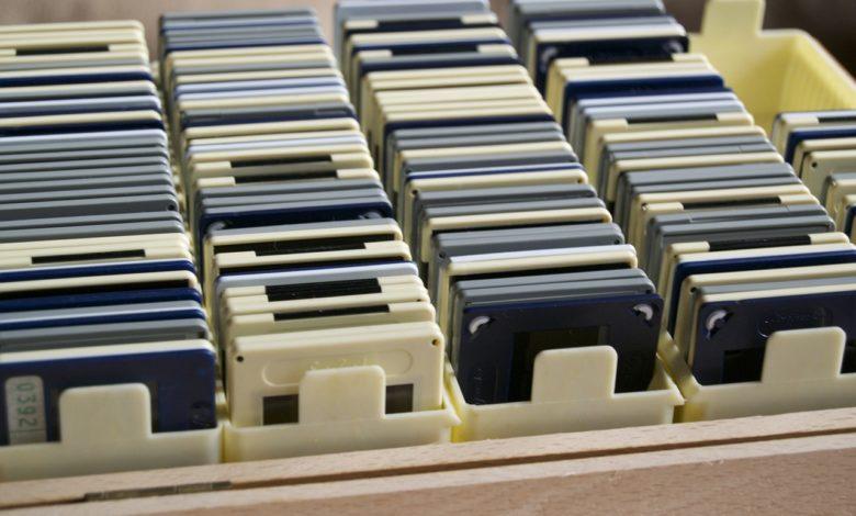 Alte Dias digitalisieren? Kein Problem! (Bild: skerbis/Pixabay)