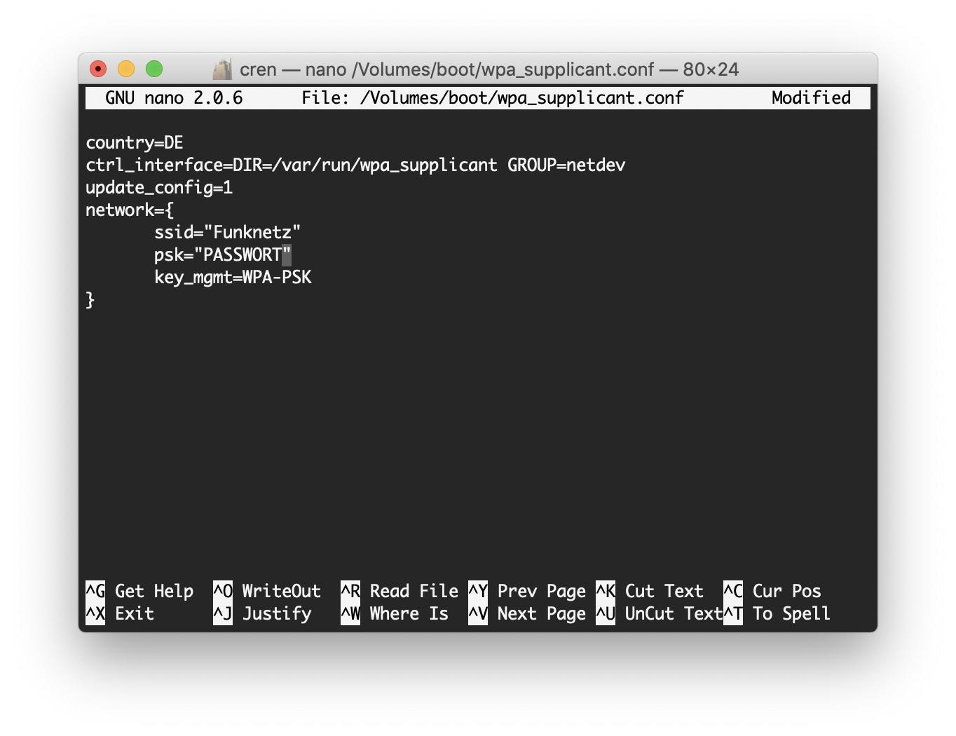 Ihr solltet die WLAN-Konfiguration mit dem nano-Editor im Terminal durchführen.