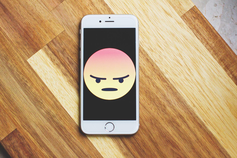 Manche sind schon wütend, ehe sie das Smartphone nur anfassen (Foto: freestocks.org/Pexels)