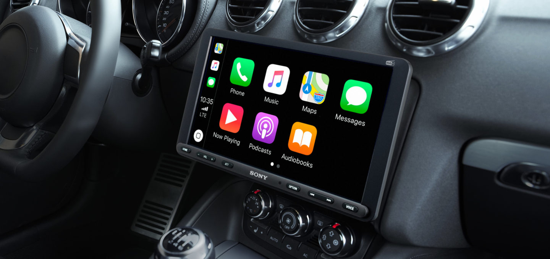Mit einem Nachrüstradio wie Sonys XAV-AX8050D werden auch ältere Autos zu CarPlay-Fahrzeugen. (Bild: Sony)