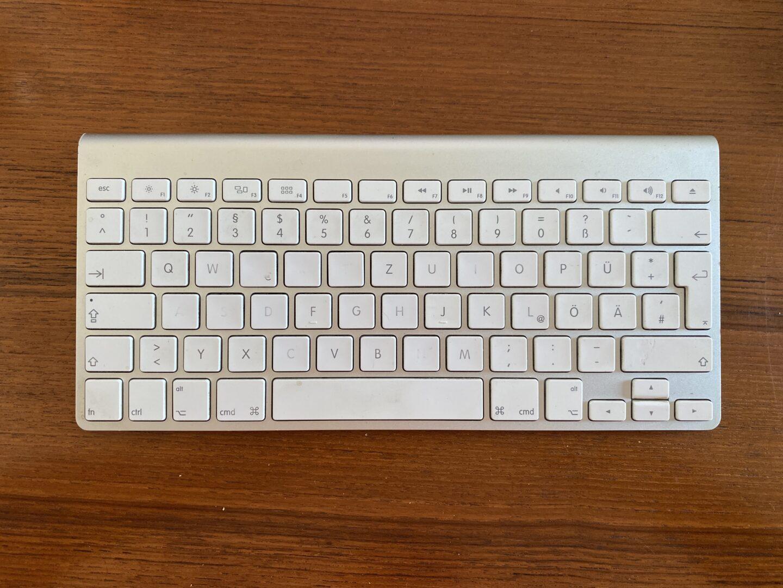 Apples Magic-Keyboard nach 5 Jahren Dauereinsatz: Von einem Layout ist nicht mehr viel zu erkennen.