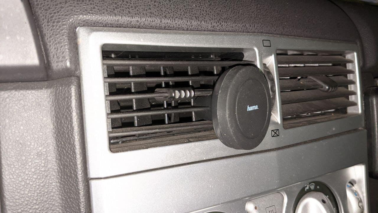 halterung für smartphone an lüfter im auto.